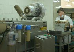 Новую моечную машину для яиц установили на птицефабрике «Пионерское»